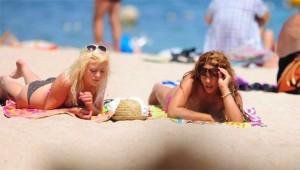 Обнаженная Бейонсе на пляже Ибицы (фото 1)