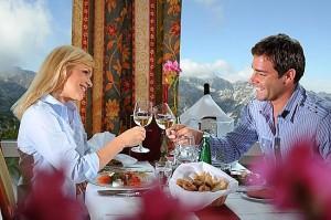 Планировать свидание в ресторане с мужем