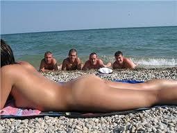 Открытый секс натуристов на пляже